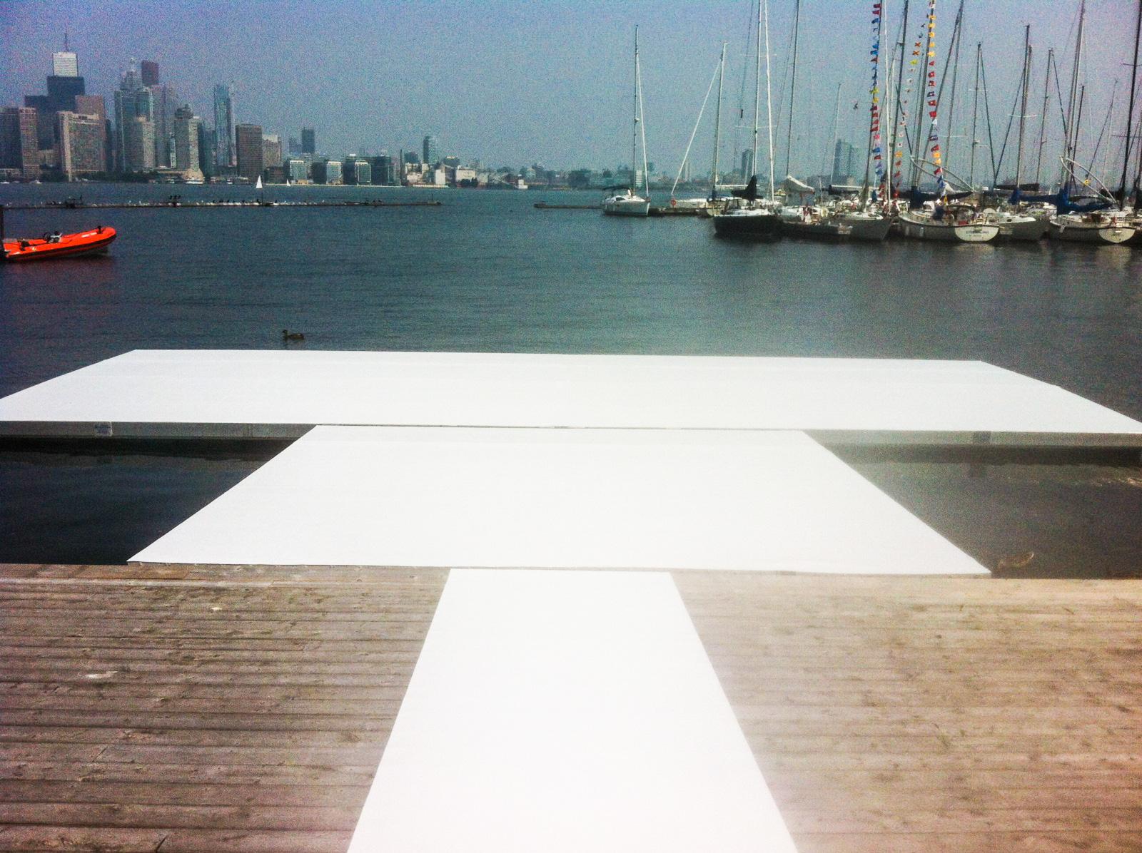 Chalk white event carpet on the pier